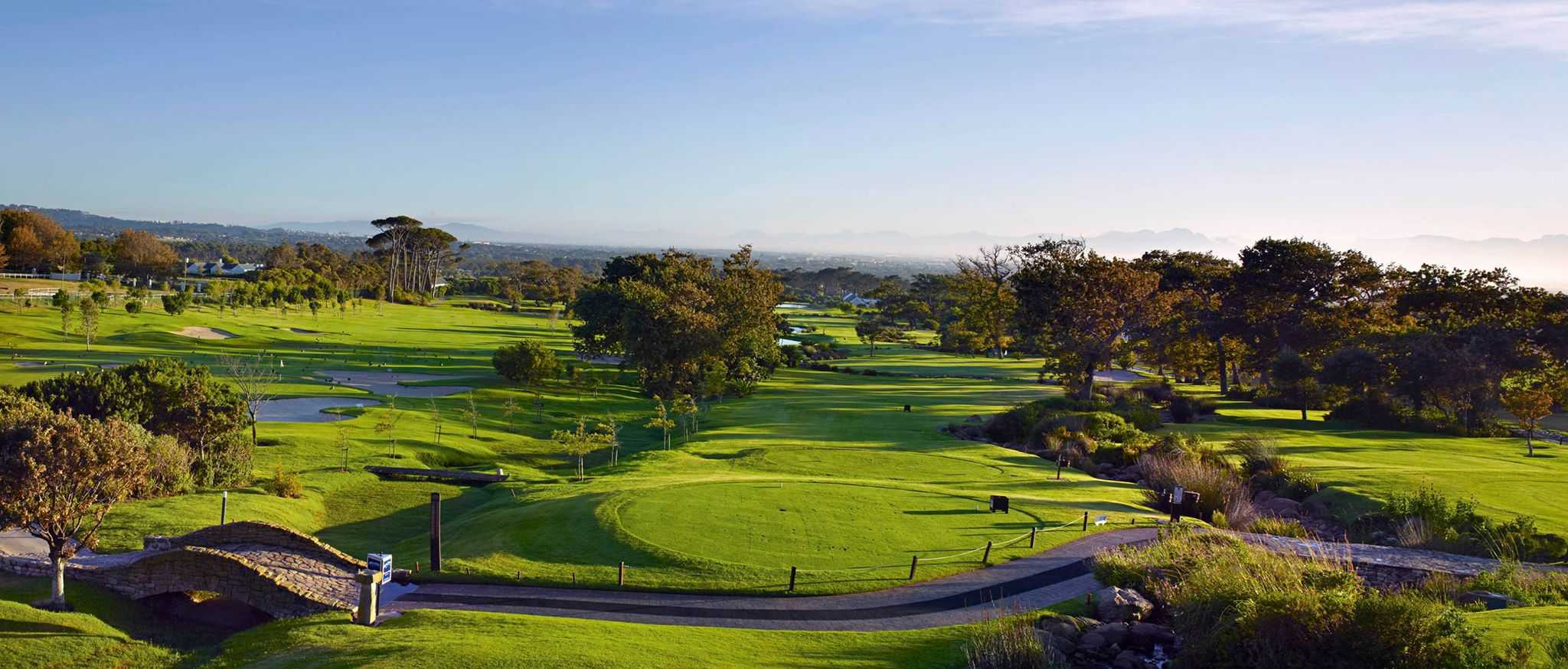 cape town luxury golf holiday cape town golf in south. Black Bedroom Furniture Sets. Home Design Ideas